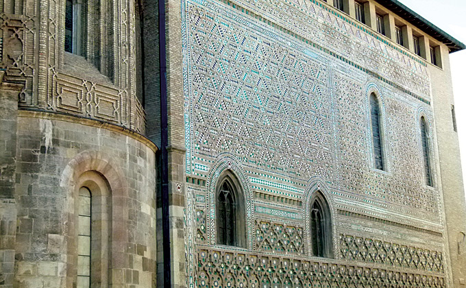 Fachada mudéjar de la catedral de La Seo Zaragoza